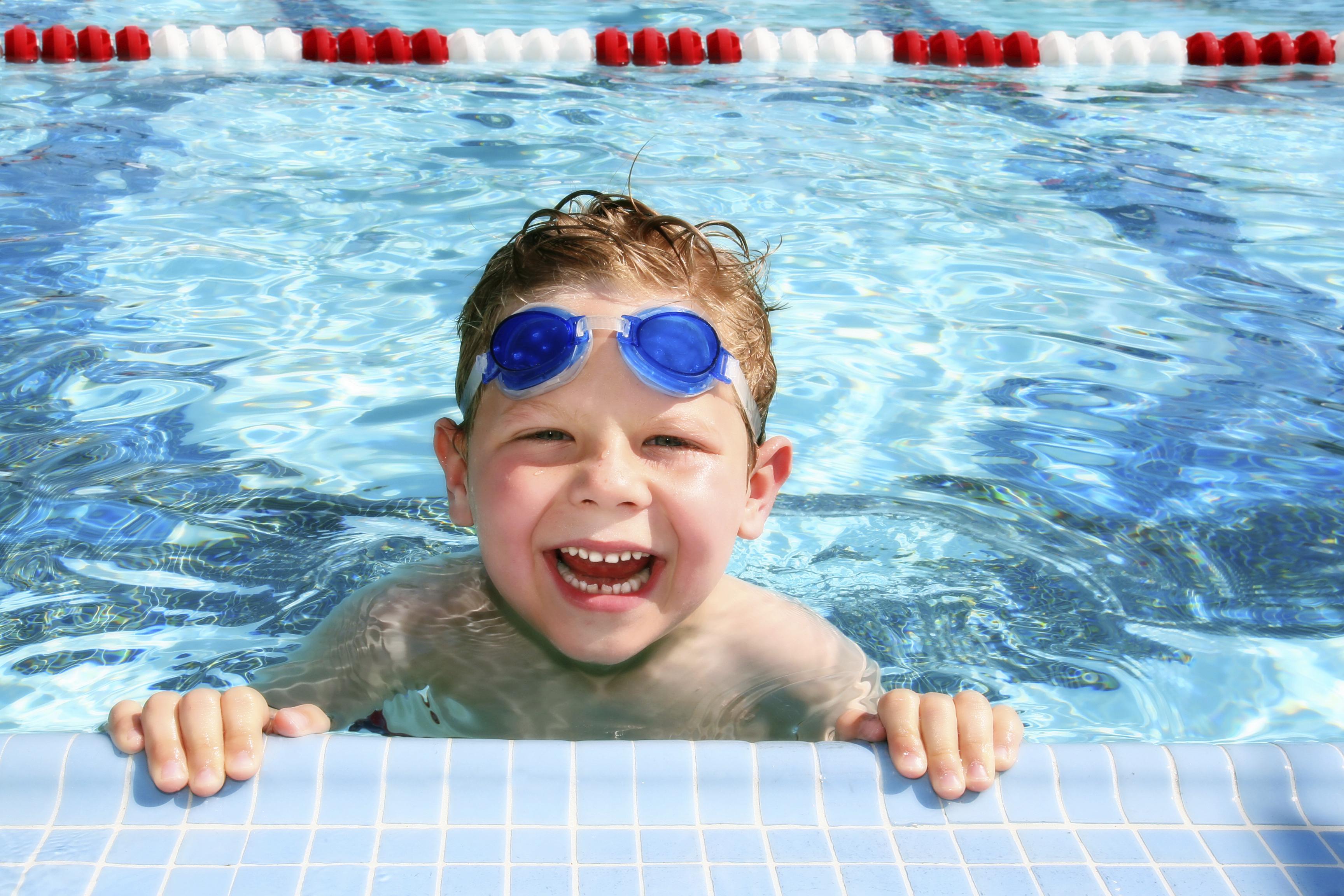 child swimming - photo #15